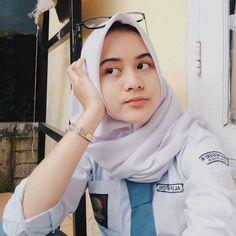 Girl in Hijab Burmese Girls, Simple Hijab, Hijab Collection, Foto Fashion, Indonesian Girls, Girls Uniforms, Girl Hijab, Muslim Girls, Beautiful Hijab