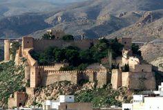 La Fortezza di Almería è un complesso fortificato chiamato Alcazaba, nel sud della Spagna, la parola alcazaba , dalla parola araba al-Qasbah , significa una murata fortificazione in una città, si tratta di uno dei siti monumentali e archeologici arabi più grandi della penisola iberica.