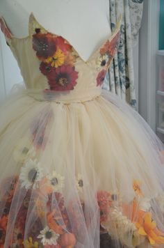 Such a beautiful dress or maybe a gown! how i wish i can alsom make this one! (c) to the owner of this gown! thank you for being an inspiration :)