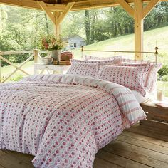 A charming mono tone floral motif, in beautiful shades of dark pink, backed with a gentle contrasting pink stripe. A perfect choice for a simple statement - both modern and classic. The pretty floral duvet cover will lend your sleep space a calm and Super King Duvet Covers, Double Duvet Covers, Single Duvet Cover, Bed Duvet Covers, Toile Bedding, Bedding Sets, Rest And Relaxation, Bedding Collections, Luxury Bedding