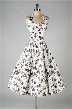 Ok, This floral dress. I love vintage dresses! Vestidos Vintage, Vintage 1950s Dresses, Retro Dress, Vintage Outfits, Vintage Fashion, Vintage Clothing, 1950s Fashion Modern, Rockabilly Clothing, Retro Mode