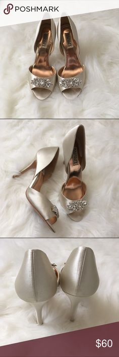 Badgley Mischka! Beautiful wedding shoes! Ivory Badgley Mischka! Beautiful formal event shoe. Worn once for my wedding. Badgley Mischka Shoes Heels