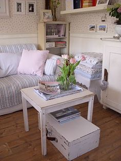 P a s t e ℓ . I n t e r i o r s  I like the stool to stack the extra blanket/quilts on.