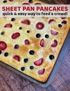 Sheet Pan Pancakes - Instrupix Looking for quick and easy breakfast ideas for a crowd? Here is the easiest way to make pancakes for a large family. Great for holiday get-togethers! Quick And Easy Breakfast, Breakfast For Kids, Bisquick Pancake Mix, Brunch Recipes, Breakfast Recipes, Vegan Breakfast, Classic Pancake Recipe, Pancakes Easy, Homemade Pancakes