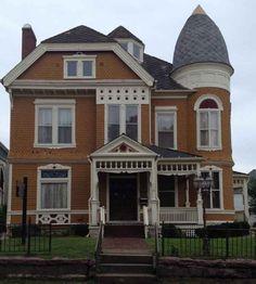 1888 Queen Anne – Sioux City, IA – $119,000