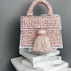 Weve long been fans of jewellery and their new bag styles are just too cute! Loom Crochet, Bridesmaid Bags, Creative Bag, Crochet Basket Pattern, Wedding Bag, Crochet Handbags, Beaded Bags, New Bag, Knitted Bags