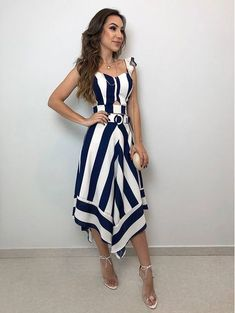 Striped apparel trends and how to wear stripes in 2019 Hijab Fashion, Fashion Dresses, Casual Dresses, Casual Outfits, Summer Outfits, Summer Dresses, Prom Party Dresses, Dress Patterns, Dress Skirt
