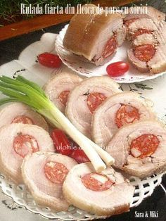 Rulada-fiarta-din-fleica-de-porc-cu-sorici-1 Romanian Food, Romanian Recipes, Holidays And Events, Shrimp, Bacon, Good Food, Rolls, Food And Drink, Appetizers