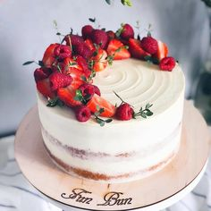 A Simple Birthday Cake Recipe for Homemade Cakes - New ideas Pretty Cakes, Beautiful Cakes, Amazing Cakes, Mini Cakes, Cupcake Cakes, Bolos Naked Cake, Nake Cake, Indian Cake, Homemade Cake Recipes