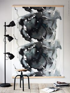 Kies eens voor een statement print in huis | IKEA IKEAnl IKEAnederland inspiratie wooninspiratie interieur wooninterieur decoratie accessoires accessoire poster NATTGLIM stof diy HEKTAR lamp kamer woonkamer