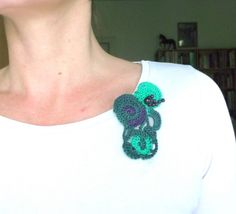 Brož+Fantazie+Fantazijní+brož+uháčkovaná+s+fialovozelené+příze+dozdobená+fialovými+perličkami.++Rozměry+cca+9+x+6+cm Crochet Necklace, Handmade, Jewelry, Fashion, Moda, Hand Made, Jewlery, Jewerly, Fashion Styles