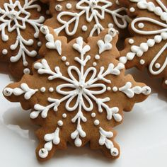 piped frosted gingerbread cookies