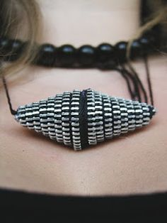 .: DIY zip me necklace tutorial