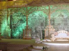 كوشة مستوحاة من حدائق الفرنسبة وبواباتها نفذت وصممت من قبل شركة بون بون لتنظيم حفلات الزفاف للمزيد يمكنكم الاتصال على الرقم 0506460371 وليد المصري