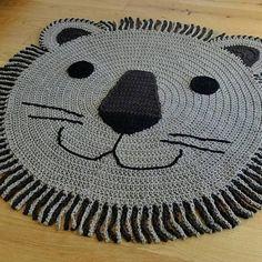 Ideas For Crochet Rug Yarn Trapillo Chat Crochet, Crochet Mat, Crochet Rug Patterns, Crochet Carpet, Crochet Pillow, Crochet Home, Crochet Doilies, Knit Rug, Rug Yarn