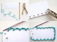 Criando suas etiquetas, você customiza e tem várias possibilidades para inovar. Crochet Stitches, Crochet Patterns, Diy Bookmarks, Handmade Gift Tags, Book Markers, Craft Show Displays, Scrapbook Embellishments, Vintage Tags, Crochet Gifts