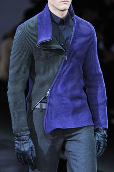 View all the detailed photos of the Giorgio Armani men's autumn (fall) / winter 2014 showing at Milan fashion week. Read the article to see the full gallery.