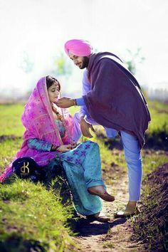 Best site to plan a modern Indian wedding, WedMeGood covers real weddings… Punjabi Wedding Couple, Indian Wedding Couple Photography, Wedding Couple Photos, Punjabi Couple, Wedding Pics, Wedding Couples, Punjabi Bride, Sikh Wedding, Pre Wedding Shoot Ideas
