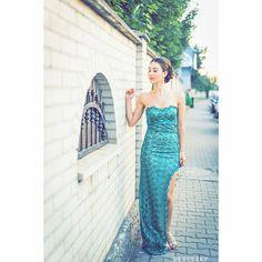 #weddingday #greendress #greenlace #greenlacedress #lacedress #dress #lace #weddinghair #bunhairstyles