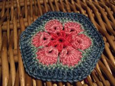 Beautiful...tutorial here...http://heidibearscreative.blogspot.com/2010/05/african-flower-hexagon-crochet-tutorial.html