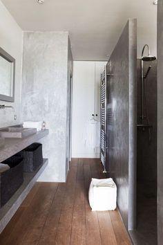 La sobriété d'une salle de bain en gris