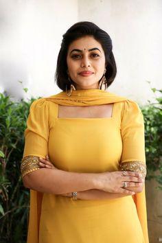 Shamna Kasim Sonam Kapoor, Deepika Padukone, Hot Actresses, Indian Actresses, Hollywood Actress Pics, Bhojpuri Actress, Beautiful Blonde Girl, Beautiful Women, Indian Girls Images