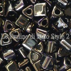 Cod. 00472 Toho 8/0 triangle metallic iris brown 3 di EtnoStyle2