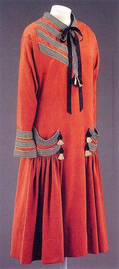 Brique, day dress by Paul Poiret, 1924, via Gatochy, Flickr.