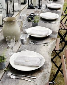 tricia foley's outdoor table...simple and pure