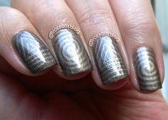 Oi pessoal!   Essas são as unhas de hoje!         Primeiro passei duas camadas do esmalte Beauty Color  BERLIM ,         depois carimbei c...