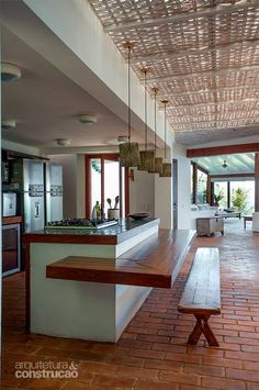 Bangalô encravado na costeira serve de refúgio para advogado em Ilha Bela - Casa Kitchen Room Design, Home Decor Kitchen, Kitchen Interior, Home Interior Design, Interior Decorating, Rustic Kitchen, Decorating Hacks, Indian Home Design, Kerala House Design