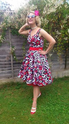 Pink, white and black Rockabilly style 1950 fashion retro glamorous frock has to be worn with a petticoat to feel so feminine and fabulous