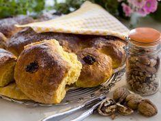 Möhrenbrötchen mit Walnusskernen ist ein Rezept mit frischen Zutaten aus der Kategorie Brötchen. Probieren Sie dieses und weitere Rezepte von EAT SMARTER!