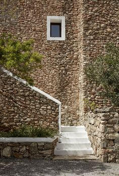 Travelers don't head to Ibiza to spend time indoors. At La Granja Ibiza, the island's newest boutique hotel, the landscape does not disappoint. Two acres o Hotel Ibiza, San Giorgio Mykonos, Facade Design, House Design, Stone Facade, Rural Retreats, Stone Houses, Facade House, Private Garden
