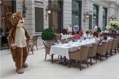 #Roy the squirrel on #BigBen Sunday brunch @CorinthiaBUD's #BrasserieAtrium restaurant