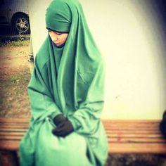 Sweet and Modest in Green Overhead Jilbab Niqab Fashion, Muslim Hijab, Islamic Fashion, Islamic Clothing, Cute Faces, Clothes For Women, Beautiful Hijab, Hijabs, Beauty