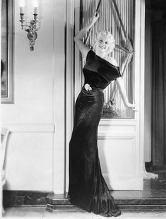 fashion film star Jean Harlow~ photo print ad long black velvet gown movie star model evening gown dress Women's vintage fashion photography photo image picture photograph old hollywood celebrity Old Hollywood Glamour, Golden Age Of Hollywood, Vintage Glamour, Vintage Hollywood, Vintage Beauty, Classic Hollywood, Hollywood Style, Jean Harlow, 1930s Fashion