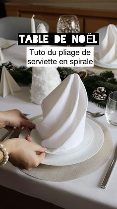 Table Setting Etiquette, Table Etiquette, Diy Crafts To Do, Diy Crafts Hacks, Balloon Decorations Party, Table Decorations, Fancy Napkin Folding, Diy Clothes Life Hacks, Christmas Table Settings