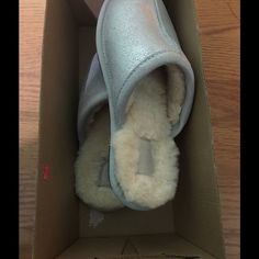 NIB UGG Slippers !! 100% Authentic Brand new UGG Slippers !! Guarantee Authentic UGG Shoes Slippers