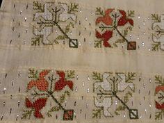 Makinede hesap işi calismasi Embroidery Patterns Free, Cross Stitch Embroidery, Cross Stitch Patterns, Monks Cloth, Palestinian Embroidery, Art N Craft, Bargello, Elsa, Needlework
