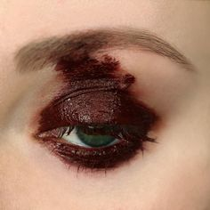 A bite, a break. Red flows darkly, swelling with each heartbeat. A natural lipstick the color of dried blood. Grunge Eye Makeup, Edgy Makeup, Sfx Makeup, Costume Makeup, Makeup Inspo, Makeup Art, Makeup Inspiration, Dark Makeup Looks, Pretty Makeup