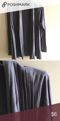 Pleated Cover Sweater Gently used- comes from a home with pets marseille Tops
