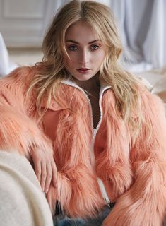 Game of Thrones star Sophie Turner takes the cover story of Marie Claire UK's August 2017 edition captured by fashion photographer David Roemer. Sophie Turner, Maisie Williams, Marie Claire Magazine, Game Of Thrones, Sansa Stark, English Actresses, Nick Jonas, Hollywood Actor, Online Gratis