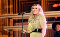 While hosting the Billboard Music Awards last night, Kelly Clarkson debuted eight different dresses—and people couldn't get enough of the looks. Here are the best reactions to Kelly Clarkson's best BBMAs style moments. Kelly Clarkson, Plant Paradox Diet, Lose 50 Pounds, Ldl Cholesterol, Water Weight, Concert Tickets, Billboard Music Awards, American Idol, Weight Loss Goals