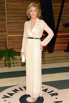 Jane Fonda con  vestido blanco camisero de Nicholas Oakwell Couture.