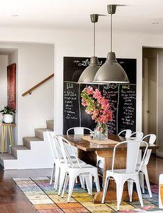 Comedor en una casa relajada y luminosa
