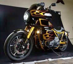Cj Custom Motorcycle Paint Jobs, Motorcycle Design, Custom Harleys, Custom Bikes, Big Bear Choppers, Dyna Club Style, Titanium Bike, Harley Dyna, Bike Photo