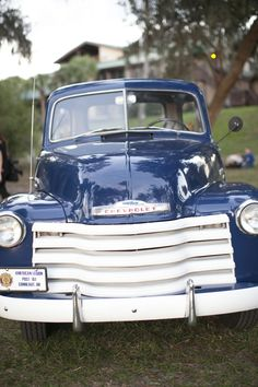Country Living ~ Denim Blue ~ Old Truck.[I 'still' wish for this 'old' chevy pu.would ♥ the small windows beside the back window too. Vintage Pickup Trucks, Old Pickup, Classic Chevy Trucks, Old Trucks, Vintage Cars, Classic Cars, Antique Trucks, Chevy Classic, Vintage Ideas