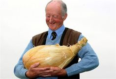 a 67 year old man and his 8,1kg big onion :o)