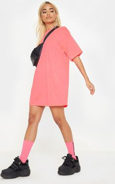We've gathered our favorite ideas for Petite Neon Pink Oversized T Shirt Dress, Explore our list of popular images of Petite Neon Pink Oversized T Shirt Dress. Pink Pants Outfit, White Jacket Outfit, Pink T Shirt Dress, Oversized T Shirt Dress, Bright Pink Dresses, Neon Dresses, Neon Outfits, Shirtdress Outfit, Petite T Shirts